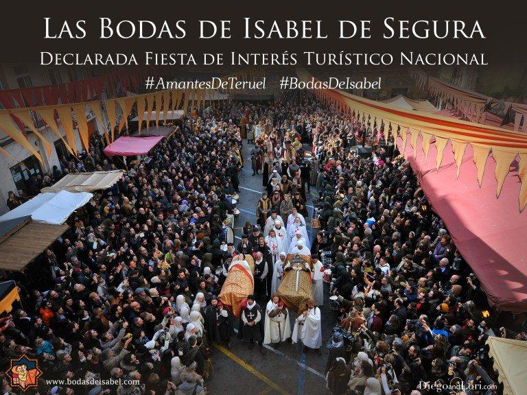 La multitud recibe en las calles de Teruel al cortejo fúnebre de los amantes